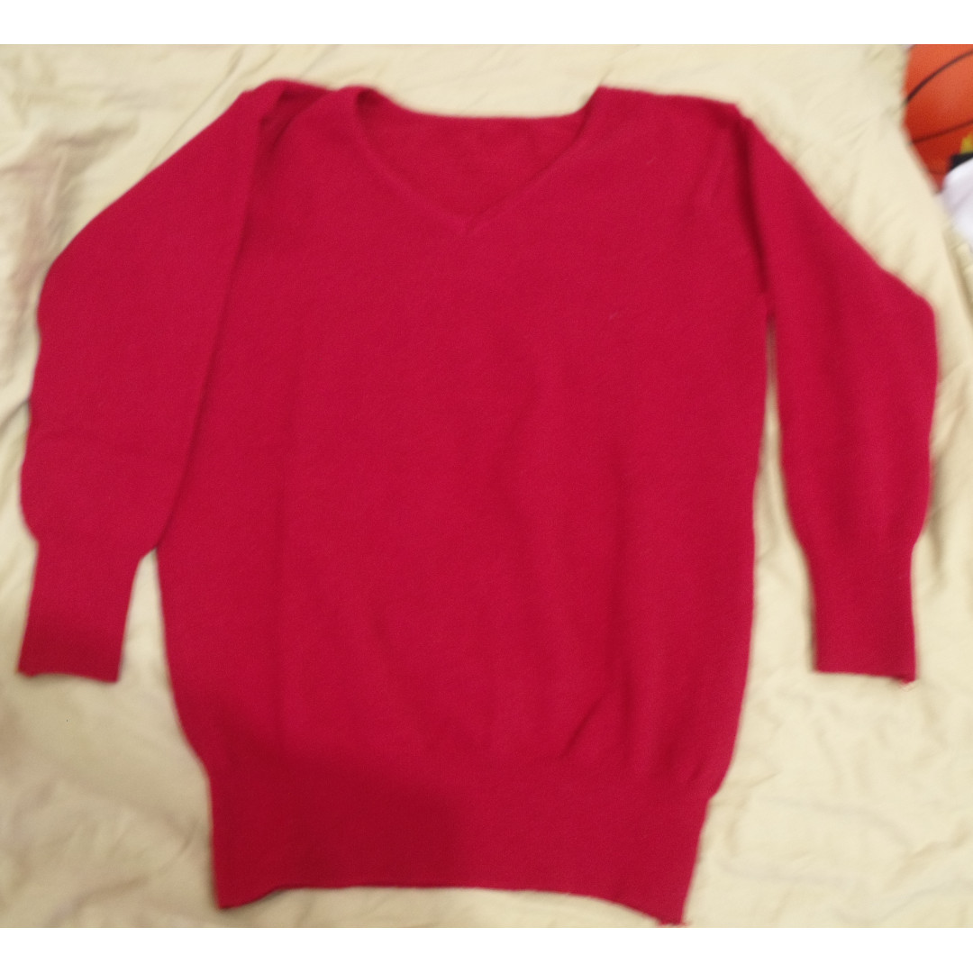 Sweater Merah (No Brand)