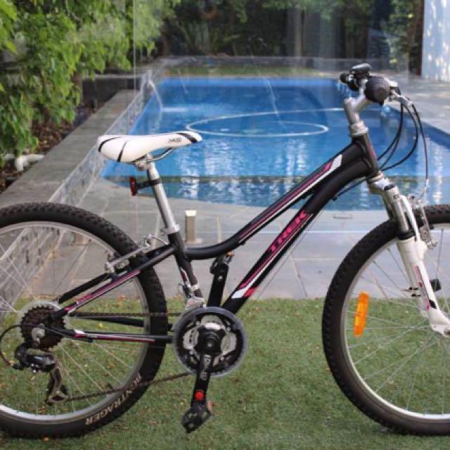 """TREK mountain bike 24""""wheels 21 gears"""