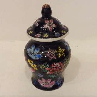 稀有收藏家 精緻中國風手工繪畫 精品 陶瓷 小物品收納瓶 零錢瓶 小水瓶 調味罐 醬油瓶罐 胡椒鹽瓶 調味料瓶 擺飾裝飾