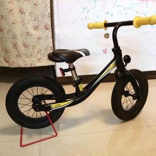 Giant 兒童滑步車