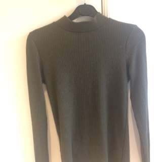 UNIQLO SIZE S DARK GREEN LONG SLEEVE RIBBED TOP