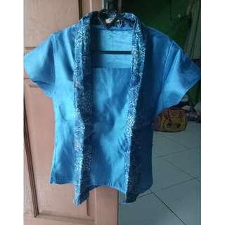 blouse kutubaru biru