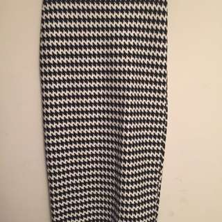 American Apparel Black and White Houndstooth Bodycon Skirt