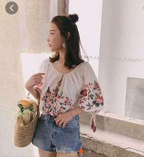 《全新》清新民族風刺繡流蘇繫帶設計上衣