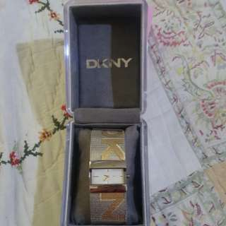 DKNY analog watch