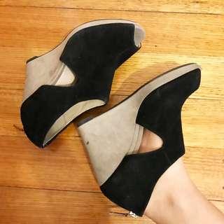 THE CLARKS heels
