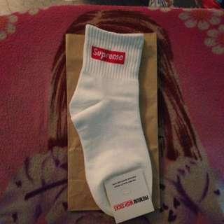 supreme white socks ⚪️