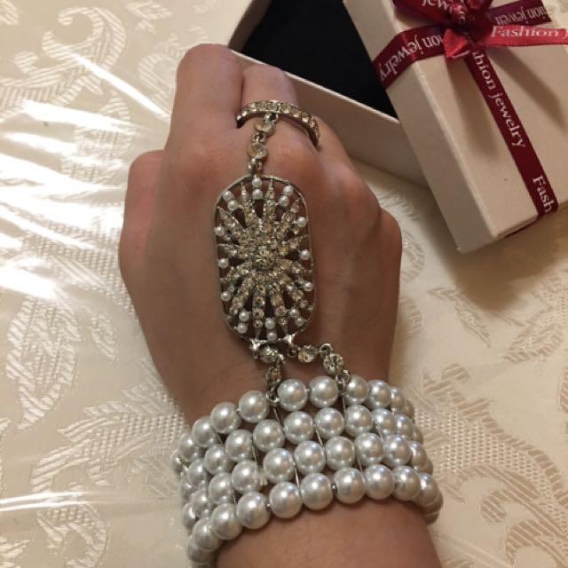 婚紗攝影、婚紗飾品、手鍊手環