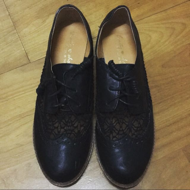 黑色蕾絲低跟鞋