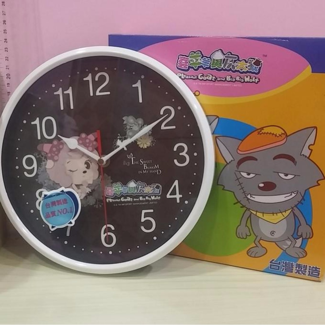 台灣製 可愛卡通 喜羊羊與灰太狼 超靜音掃描機芯掛鐘 禮物 時鐘 (黑色)
