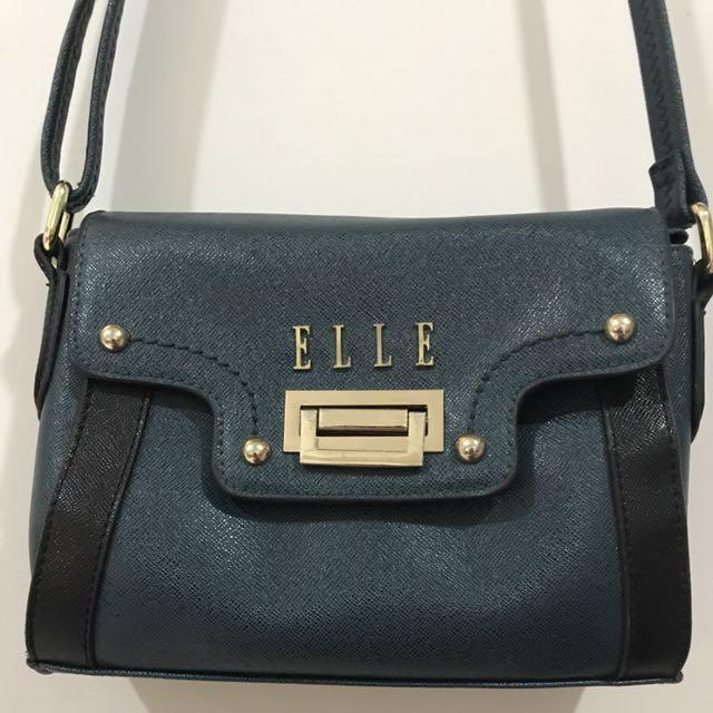 Elle fushia small slingbag