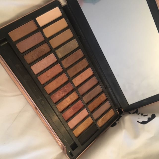 Fake Naked Eyeshadow Palette