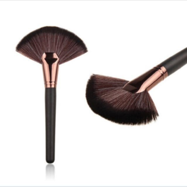 Fan highlight brush