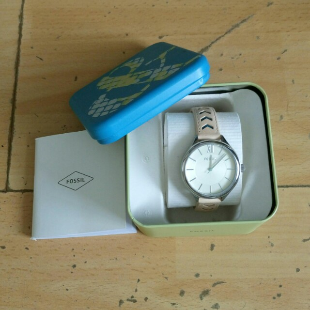 Fossil pale pink woman watch