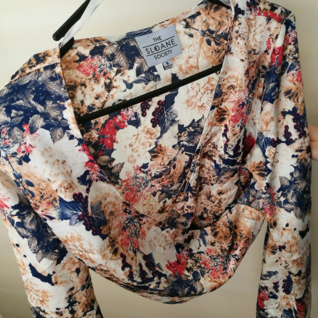 Long sleeve slone society floral wrap top size 8