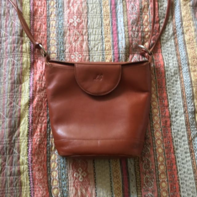 Louis Cardini tan bucket bag