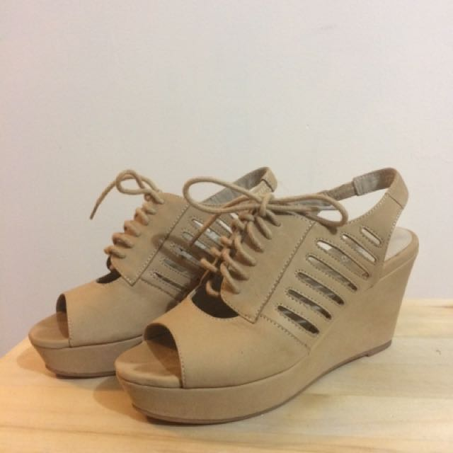 Size 5 Wittner Tan Tie Up Wedges