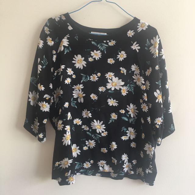 Super cute floral top Size: 12