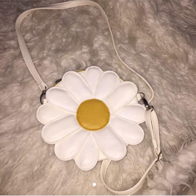 tas putih kecil bunga