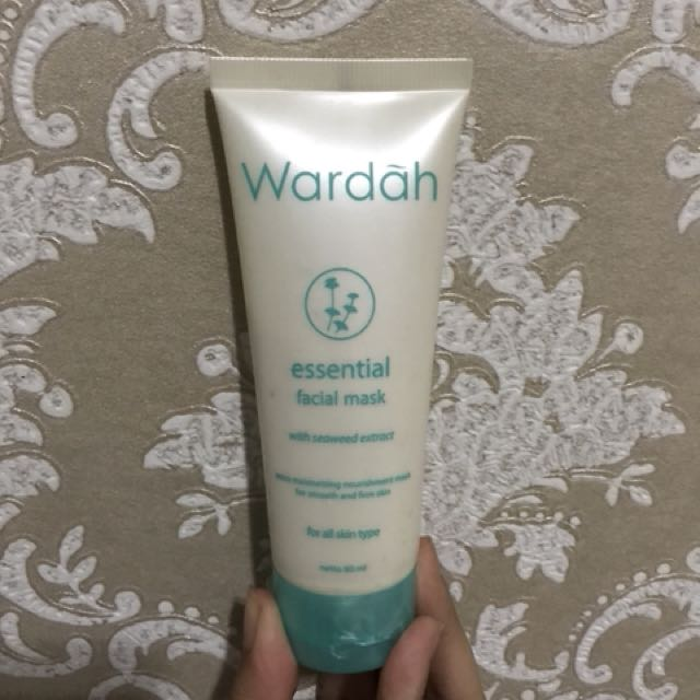 Wardah - Essential Facial Mask dan Essential Facial Wash