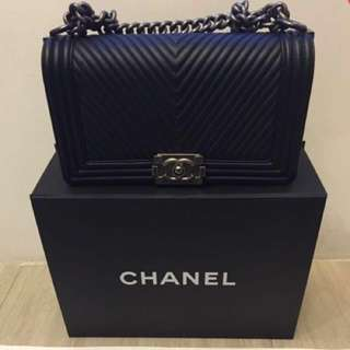 Chanel Boy Flap (old medium black)