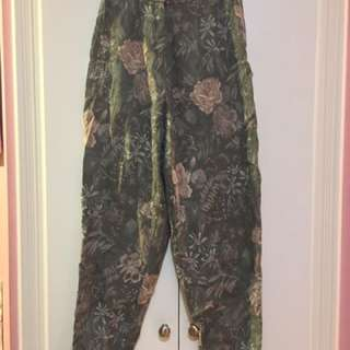 Vintage floral pants with clasp