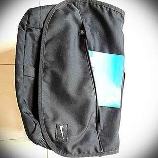 (降價)Nike多功能,容量特大,背包(書包),390含運。