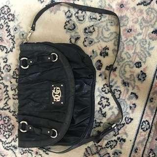Black leather Guess Shoulder bag.