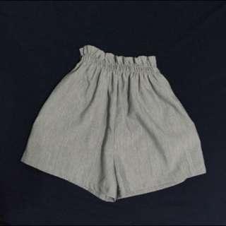 灰色鬆緊短褲