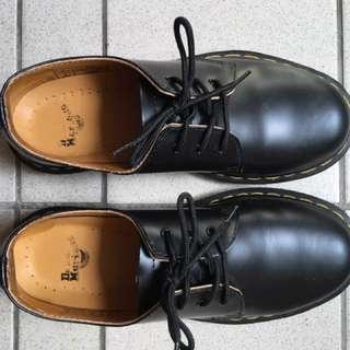 Dr.martens馬汀低筒靴 黑色