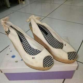白色碶形鞋(含運)