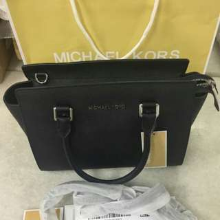 100% Authentic Michael Kors Selma (Medium, Black)