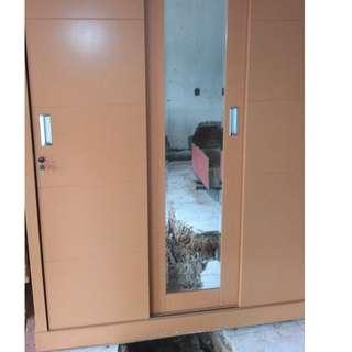 Lemari sliding door 3 pintu masih baru bgt