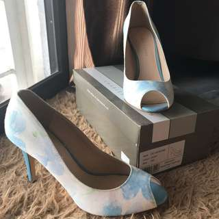 Charles & Keith sizes 39