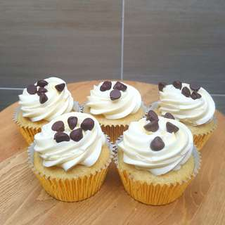 Vanilla Chocolate Chip Cupcakes