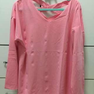 假日特賣/全新KODZ品牌 粉色後背交叉造型厚雪紡上衣