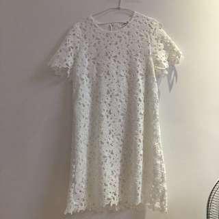 MANGO白色鏤空雕花氣質蕾絲洋裝