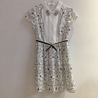 OUWEY白色立領領子花朵腰帶洋裝