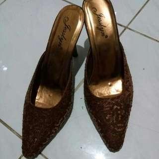 Sepatu manik coklat