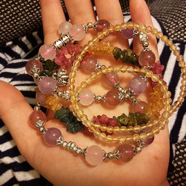 2條 粉晶+草莓、1碧錫 、1條金絲3圈 手鏈 都漂亮的