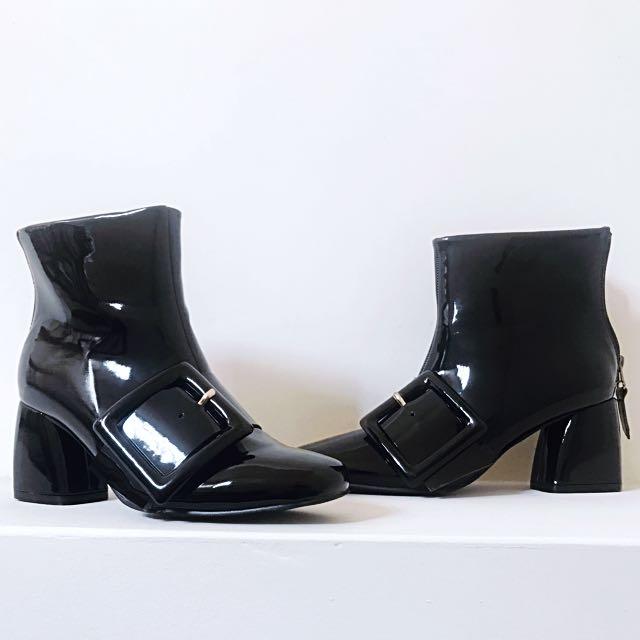 漆皮大方扣皮靴