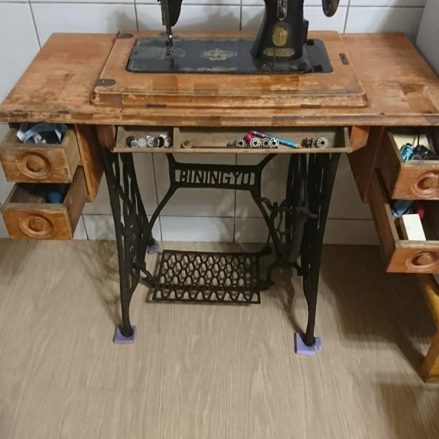 古物腳踏裁縫車