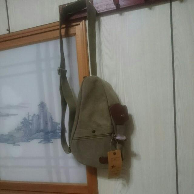 淡橄欖綠 側背包(TAO TAO包與豬鼻子包)
