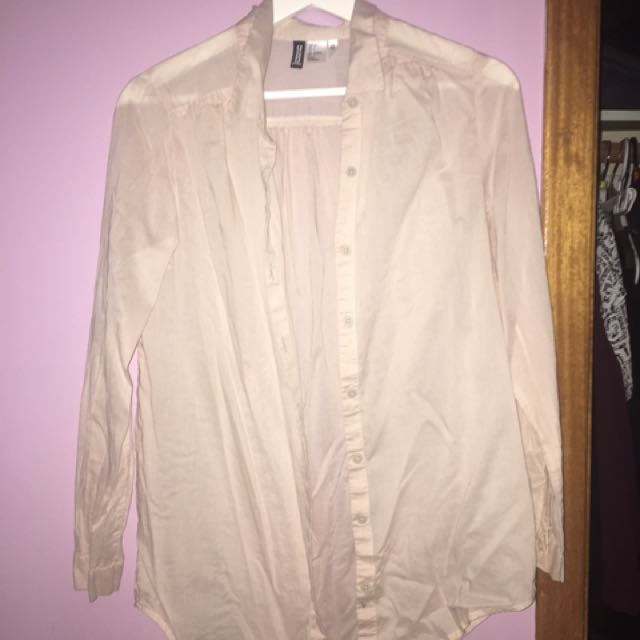 H&M top never worn, just tried on. Size 4