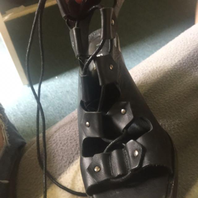 Lace up shoes black