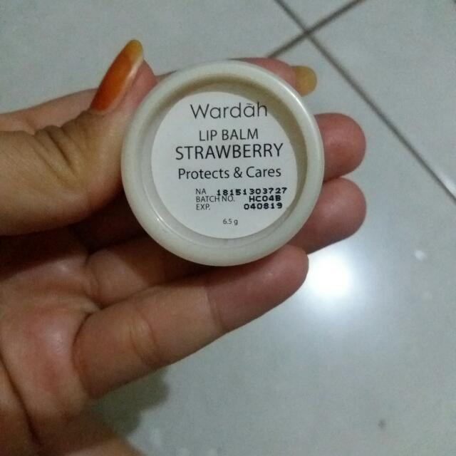 Lip Balm Wardah Strawberry, Kesehatan & Kecantikan, Rias Wajah di Carousell