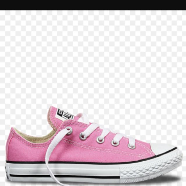 Low cut pink converse