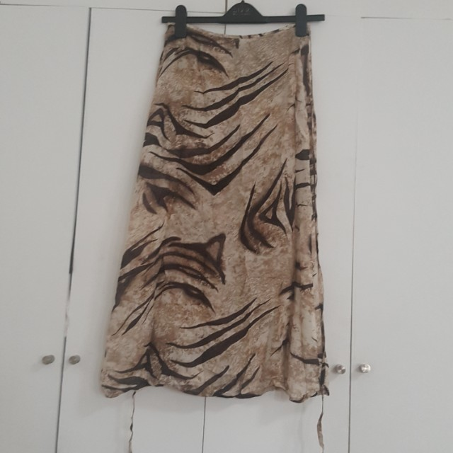 MARIELLA BURANI WRAP SKIRT SIZE MEDIUM