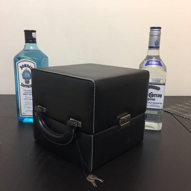 Picnic cocktail shaker set in box