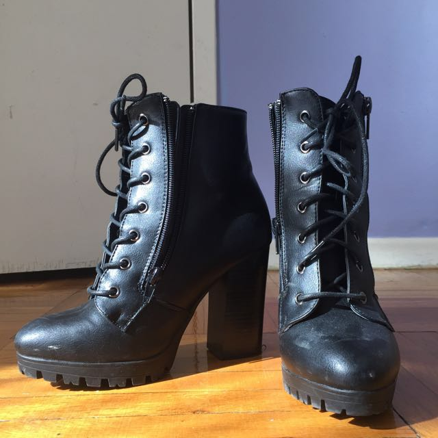*PRICE DROPPED* Cute Combat heels! Perfect for fall